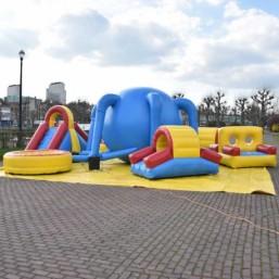 plaine-de-jeux-gonflable-pour-petits-enfants